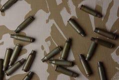 Shells op de Britse camouflage Royalty-vrije Stock Foto's