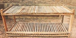 Shelves.made di legno stagionato su un isolato Immagini Stock Libere da Diritti