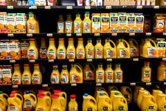 Shelves with many bottles of orange juice in grocery store Royalty Free Stock Photos