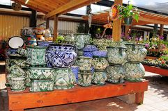 Shelves of pottery, flowers & plants, FL Royalty Free Stock Photography