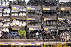 Shelves with shoes Royalty Free Stock Photography