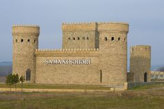 Shemakha古城的被恢复的堡垒的片段1月下午 库存照片