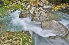 ShenNongJia Tiansheng mosta strumień i siklawa fotografia royalty free