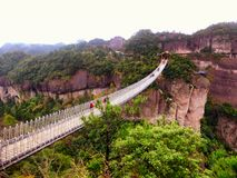 Shenxianju zawieszenia most z góry tłem zdjęcie stock