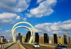 Shenyang, le ciel bleu et le pont Image libre de droits