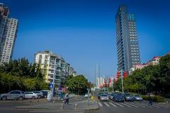 SHENZEN, CHINA - 29 DE ENERO DE 2017: Vecindad de Nan Shan, calles y sorroundings, mezcla hermosa del centro urbano de verde Fotografía de archivo