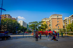 SHENZEN, CHINA - 29 DE JANEIRO DE 2017: As ruas e os sorroundings do centro urbano, mistura bonita de árvores verdes combinaram c Imagens de Stock