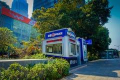 SHENZEN, CHINA - 29 DE JANEIRO DE 2017: As ruas e os sorroundings do centro urbano, mistura bonita de árvores verdes combinaram c Foto de Stock