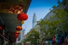SHENZEN, CHINA - 29 DE JANEIRO DE 2017: Ruas do centro urbano e sorroundings da vizinhança de Nan Shan, mistura espetacular de Foto de Stock