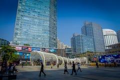 SHENZEN, CHINA - 29 DE JANEIRO DE 2017: Ruas do centro urbano e sorroundings da vizinhança de Nan Shan, mistura espetacular de Fotos de Stock