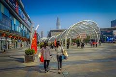 SHENZEN, CHINA - 29 DE JANEIRO DE 2017: Ruas do centro urbano e sorroundings da vizinhança de Nan Shan, mistura espetacular de Imagens de Stock