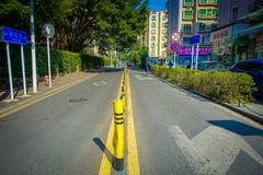 SHENZEN, CHINA - 29 DE JANEIRO DE 2017: Sorroundings do centro urbano, mistura bonita de áreas verdes e construções com moderno Fotos de Stock Royalty Free