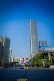 SHENZEN, CHINA - 29 DE JANEIRO DE 2017: Vizinhança de Nan Shan, ruas do centro urbano e sorroundings, mistura bonita de verde Foto de Stock Royalty Free