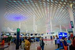 SHENZEN, CHINE - 29 JANVIER 2017 : Le hall intérieur de terminal d'aéroport, l'architecture intérieure moderne et la conception,  Images libres de droits