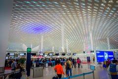 SHENZEN, CHINE - 29 JANVIER 2017 : Le hall intérieur de terminal d'aéroport, l'architecture intérieure moderne et la conception,  Image libre de droits