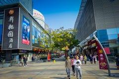 SHENZEN, CHINE - 29 JANVIER 2017 : Rues de centre urbain et sorroundings du voisinage de Nan Shan, mélange spectaculaire de Images libres de droits