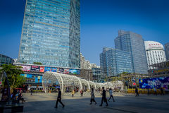 SHENZEN, CHINE - 29 JANVIER 2017 : Rues de centre urbain et sorroundings du voisinage de Nan Shan, mélange spectaculaire de Photos stock