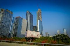 SHENZEN, CHINE - 29 JANVIER 2017 : Voisinage de Nan Shan, rues de centre urbain et sorroundings, beau mélange de vert Photos stock