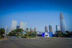 SHENZEN, CHINE - 29 JANVIER 2017 : Voisinage de Nan Shan, rues de centre urbain et sorroundings, beau mélange de vert Image stock