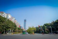 SHENZEN, CINA - 29 GENNAIO 2017: Vicinanza di Nan Shan, vie del centro urbano e sorroundings, bella miscela di verde Fotografia Stock