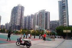 Shenzhen, Κίνα: Άνθρωποι που παίζουν την καλαθοσφαίριση Στοκ εικόνες με δικαίωμα ελεύθερης χρήσης