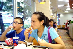 Shenzhen Κίνα: απολαύστε cate στο kfc στοκ φωτογραφίες