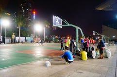 Shenzhen, Κίνα: γήπεδο μπάσκετ τοπίων νύχτας Στοκ Εικόνα