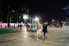 Shenzhen, Κίνα: γήπεδο μπάσκετ τοπίων νύχτας Στοκ Εικόνες