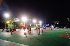 Shenzhen, Κίνα: γήπεδο μπάσκετ τοπίων νύχτας Στοκ Φωτογραφίες
