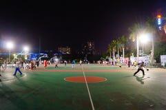 Shenzhen, Κίνα: γήπεδο μπάσκετ τοπίων νύχτας Στοκ Φωτογραφία