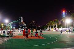 Shenzhen, Κίνα: γήπεδο μπάσκετ τοπίων νύχτας Στοκ φωτογραφία με δικαίωμα ελεύθερης χρήσης