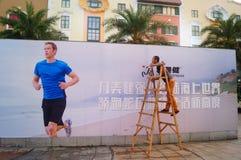 Shenzhen, Κίνα: εγκαταστήστε τα σημάδια διαφήμισης στοκ εικόνες