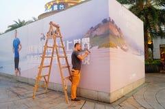 Shenzhen, Κίνα: εγκαταστήστε τα σημάδια διαφήμισης στοκ εικόνες με δικαίωμα ελεύθερης χρήσης