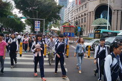 Shenzhen, Κίνα: επαγγελματικοί και τεχνικοί σχολικοί σπουδαστές μετά από το σχολείο Στοκ Εικόνα