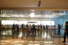 Shenzhen, Κίνα: Κινητό τηλεφωνικό κατάστημα της Apple Στοκ Φωτογραφία