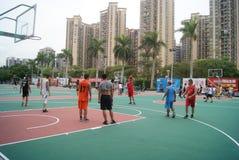 Shenzhen, Κίνα: παίζοντας καλαθοσφαίριση Στοκ Εικόνες