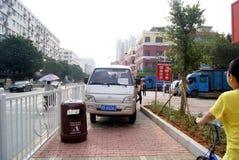 Shenzhen, Κίνα: παραβίαση των κανόνων και του χώρου στάθμευσης κυκλοφορίας Στοκ Φωτογραφία