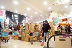 Shenzhen, Κίνα: Προωθήσεις υπεραγορών ΕΠΟΧΩΝ Στοκ φωτογραφίες με δικαίωμα ελεύθερης χρήσης
