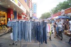Shenzhen, Κίνα: πωλήσεις ιματισμού Στοκ Φωτογραφία
