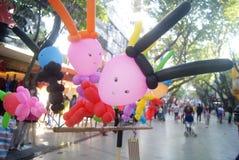 Shenzhen, Κίνα: πωλώντας παιχνίδι μπαλονιών Στοκ Εικόνα