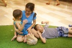 Shenzhen, Κίνα: δραστηριότητες γονέας-παιδιών Στοκ Φωτογραφία