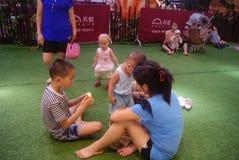 Shenzhen, Κίνα: δραστηριότητες γονέας-παιδιών Στοκ Εικόνες
