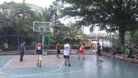 Shenzhen, Κίνα: τα άτομα παίζουν την καλαθοσφαίριση ως ψυχαγωγικό αθλητισμό Στοκ φωτογραφίες με δικαίωμα ελεύθερης χρήσης
