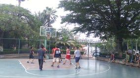 Shenzhen, Κίνα: τα άτομα παίζουν την καλαθοσφαίριση ως ψυχαγωγικό αθλητισμό Στοκ Φωτογραφία