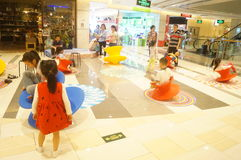 Shenzhen, Κίνα: τα παιδιά παίζουν Στοκ εικόνες με δικαίωμα ελεύθερης χρήσης