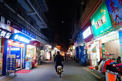 Shenzhen, Κίνα: τοπίο νύχτας οδών Στοκ Εικόνες