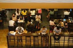 Shenzhen, Κίνα: Υπαλληλικοί εργαζόμενοι πόλεων ελεύθερου χρόνου μουσείων καφέ Στοκ Φωτογραφία