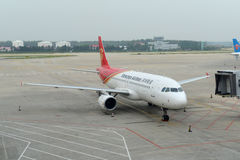 Shenzhen Airlines A320 à l'aéroport de Shenyang, Chine Images stock