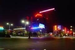 Shenzhen Baoan Avenue, nel paesaggio di notte Fotografia Stock Libera da Diritti