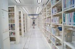 Shenzhen-Bibliothek, Leser in der Lesung stockfotografie